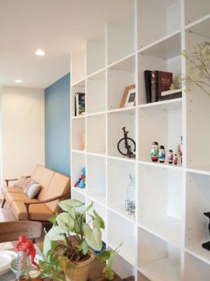 施工事例写真です! 収納棚で見せる収納としてインテリアで飾れば素敵なお部屋になりますね♪