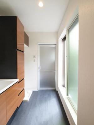 施工事例写真です! ランドリースペースがバルコニーに面していると、洗濯動線がよいですね♪