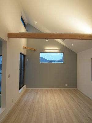 施工事例写真です! 勾配天井だと開放感が増しますね♪