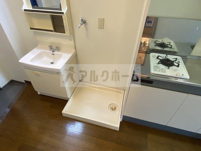 その横は洗濯機置き場