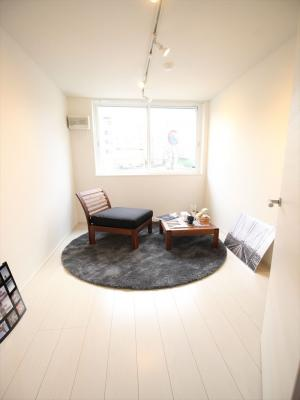 広々とした洋室です。同タイプの別室の写真