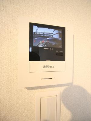 来訪者のわかるTVモニターホン!。同タイプの別室の写真
