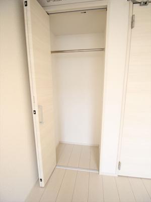 便利な収納スペースです。同タイプの別室の写真