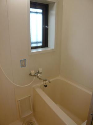 窓もあって換気しやすいお風呂です!