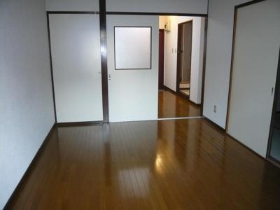 洋室6帖には半間の収納付き。