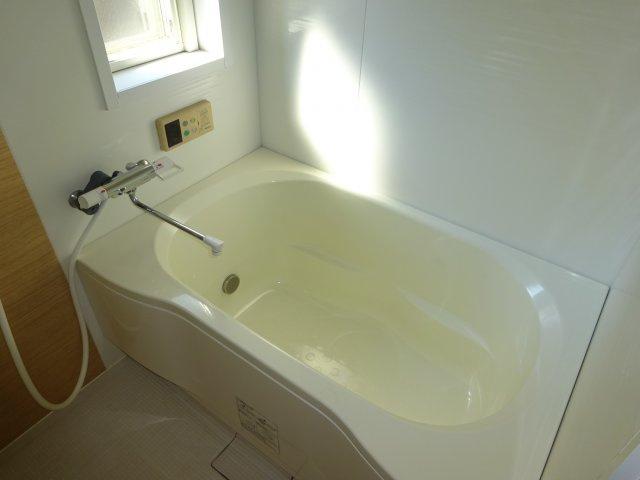 広めの浴槽。