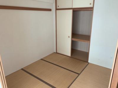 畳の上でゆっくりとくつろげる和室です。4.5帖です。