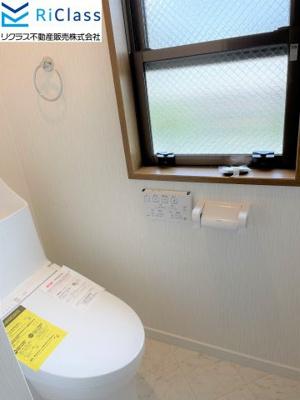 清潔感のある新調の2階ウォシュレット付きトイレです