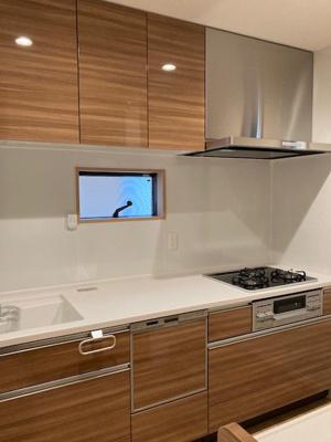 きれいな食洗機付きのキッチンです