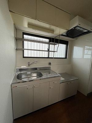 コンパクトなキッチンで掃除もラクラク(2021年新品入替)