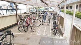 屋根付き駐輪場です♪大切な自転車を守ってくれます(^^)