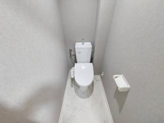 新品のトイレです♪温水洗浄便座です!水廻り全てが新品で気持ちよくご入居していただけます♪