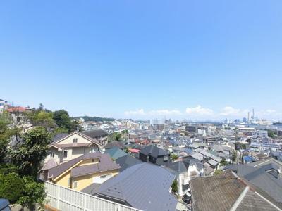 2階部分からの眺望です。 前面に建物がなく開放感がございます。