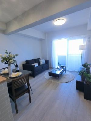 12.3帖のリビングは高台につき日当たり・眺望◎ ダイニングテーブルやソファー、ローテーブルなどの家具もしっかりと配置できます。