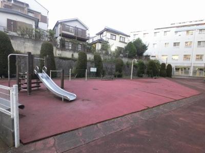 敷地内の遊び場です。