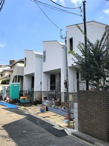 【前面道路含む現地写真】ワンランク上のデザインハウス 中落合3丁目新築戸建