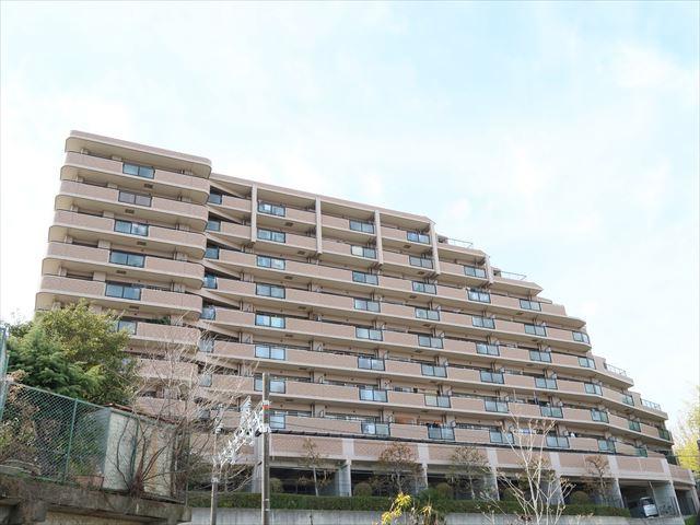 阪急千里線「千里山」駅徒歩11分。
