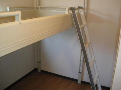 可動式収納ベッド付!