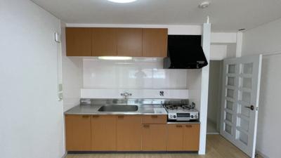 壁付キッチンでコンロは2口です。