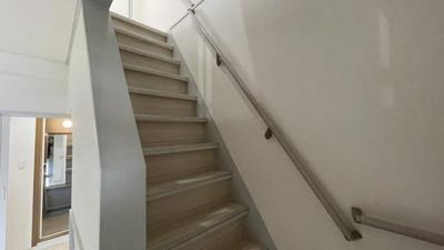 お部屋内憧れの階段ございます。戸建のような気分でお過ごしください。