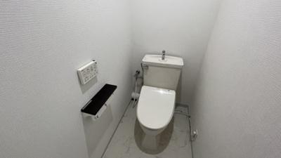 トイレはシンプルなホワイトの空間です♪
