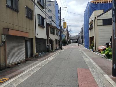 前道は広く幅員7.2mで駐車も楽々です。 私道負担無し/セットバック無し。