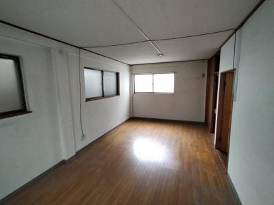 2階洋室(9.0帖):広々9.0帖もあるので、大きなベッドも置けますね♪