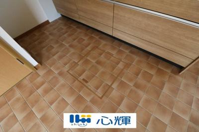 キッチン床下収納です。