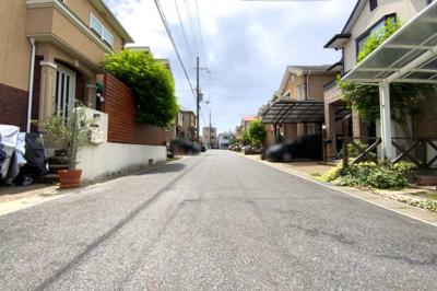 前道6mと開放的な分譲地内です。約170mに広い敷地の《二子塚古墳公園》があり散歩など楽しめます。