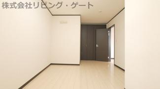 2階の6.9帖の洋室です。クローゼット付きです。