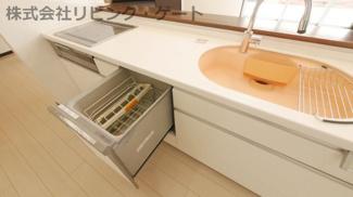 便利な食器洗浄乾燥機が付いています。広めのシンクで家事も楽にこなせます。