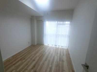 5.8帖の洋室は主寝室にいかがでしょうか。