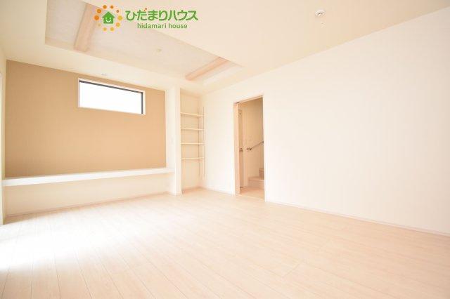 壁紙はホワイトなので、家具やカーテンも合わせやすいです(*^^*)