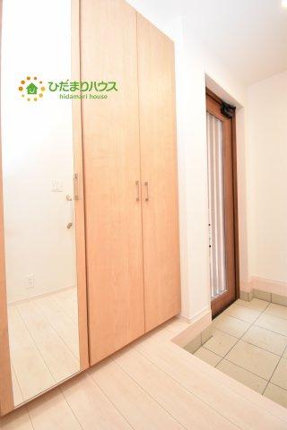 土間収納のほかに、玄関に収納スペースがあるので便利