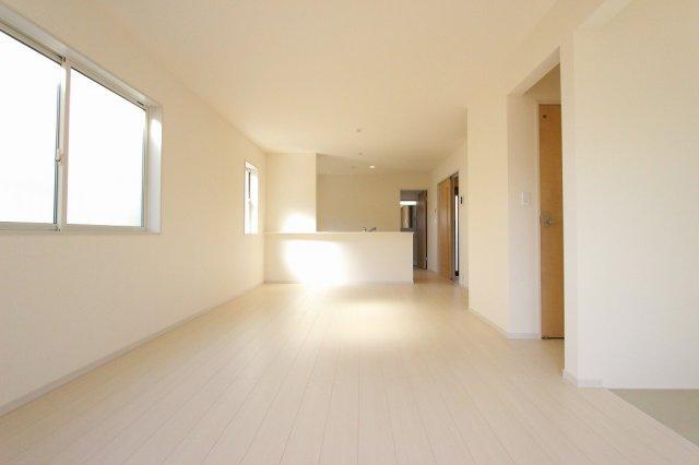 こちらの居間で趣味の時間をお楽しみください:建物完成しました♪♪毎週末オープンハウス開催♪八潮新築ナビで検索♪