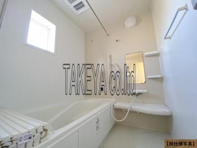 【同社施工事例写真】1坪の広々バスルーム♪浴室乾燥付で雨の日でも楽々お洗濯♪ゆったりと一日の疲れを癒す快適空間に♪