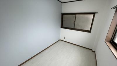 4.2帖の明るい洋室です。