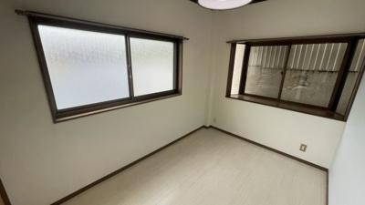 4.2帖の洋室です。出窓があります。