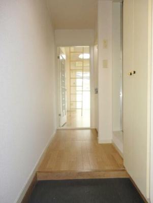 玄関ホール、玄関収納有(同一仕様写真)