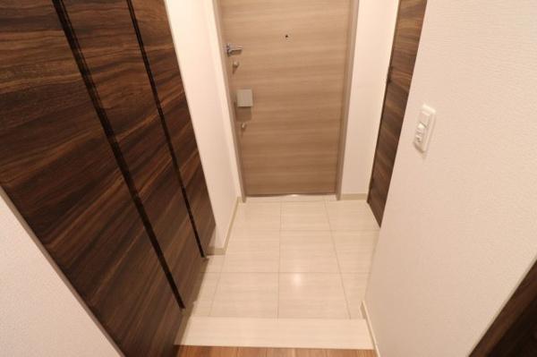 【玄関】シューズクローゼット充実!お履き物を収納でき、開放感ある広々とした玄関です◎