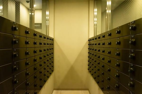 【共用部分】シンプルな郵便受けです。