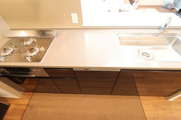 【キッチン】ガラストップコンロはお掃除もラクラク◎3口コンロでお料理の幅も広がります♪