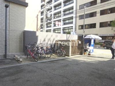 駐車場、駐輪場、バイク置き場です