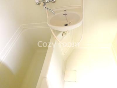 シンプルで清潔感のあるお風呂です