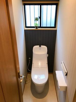 ウォシュレット機能付きのトイレです♪新調済みです♪