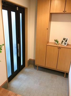 大容量のシューズボックスです♪土間も広く、使いやすい玄関ですね♪玄関ドアは親子ドアになっています♪