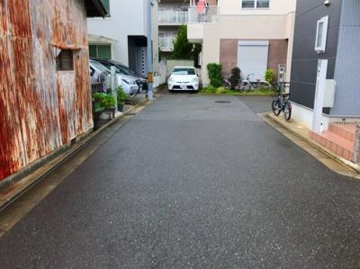 西側(玄関側)の道路です♪こちらも道路幅は約4.7mです♪