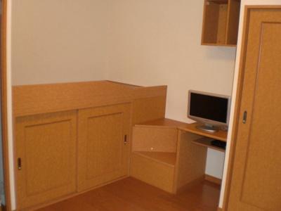 大型収納付きで整理もラクラク♪居室スペースも広々使える!