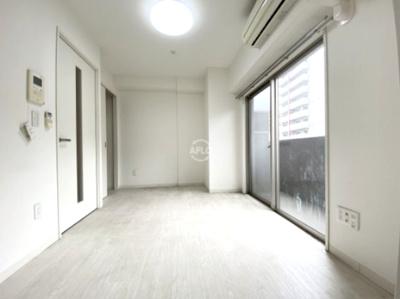 グランディールNAMBA 白を基調とした室内