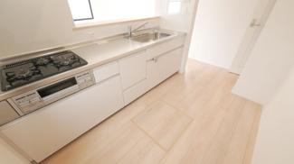 床下収納付のシステムキッチン